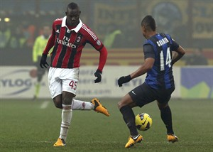 AC Milan forward Mario Balotelli, left, gets the ball past Inter Milan Colombian midfielder Fredy Guarin during a Serie A soccer match at the San Siro stadium in Milan, Italy, Sunday, Feb. 24, 2013. (AP Photo/Luca Bruno)