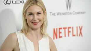 FILE - In this Jan. 11, 2015 file photo, Kelly Rutherford arrives at The Weinstein Company and Netflix Golden Globes afterparty at the Beverly Hilton Hotel in Beverly Hills, Calif. Court records released Tuesday, May 26, 2015, show that a Los Angeles judge granted Rutherford temporary custody of her son and daughter so that she may return them to the U.S. from Monaco, where they have been living with their father. (Photo by Chris Pizzello/Invision/AP, File)