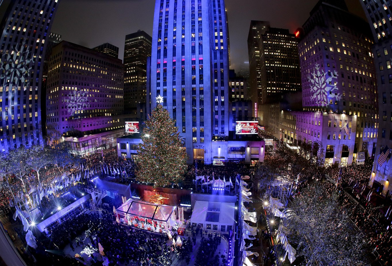 Thousands gather for NYC Rockefeller Center Christmas tree lighting ...