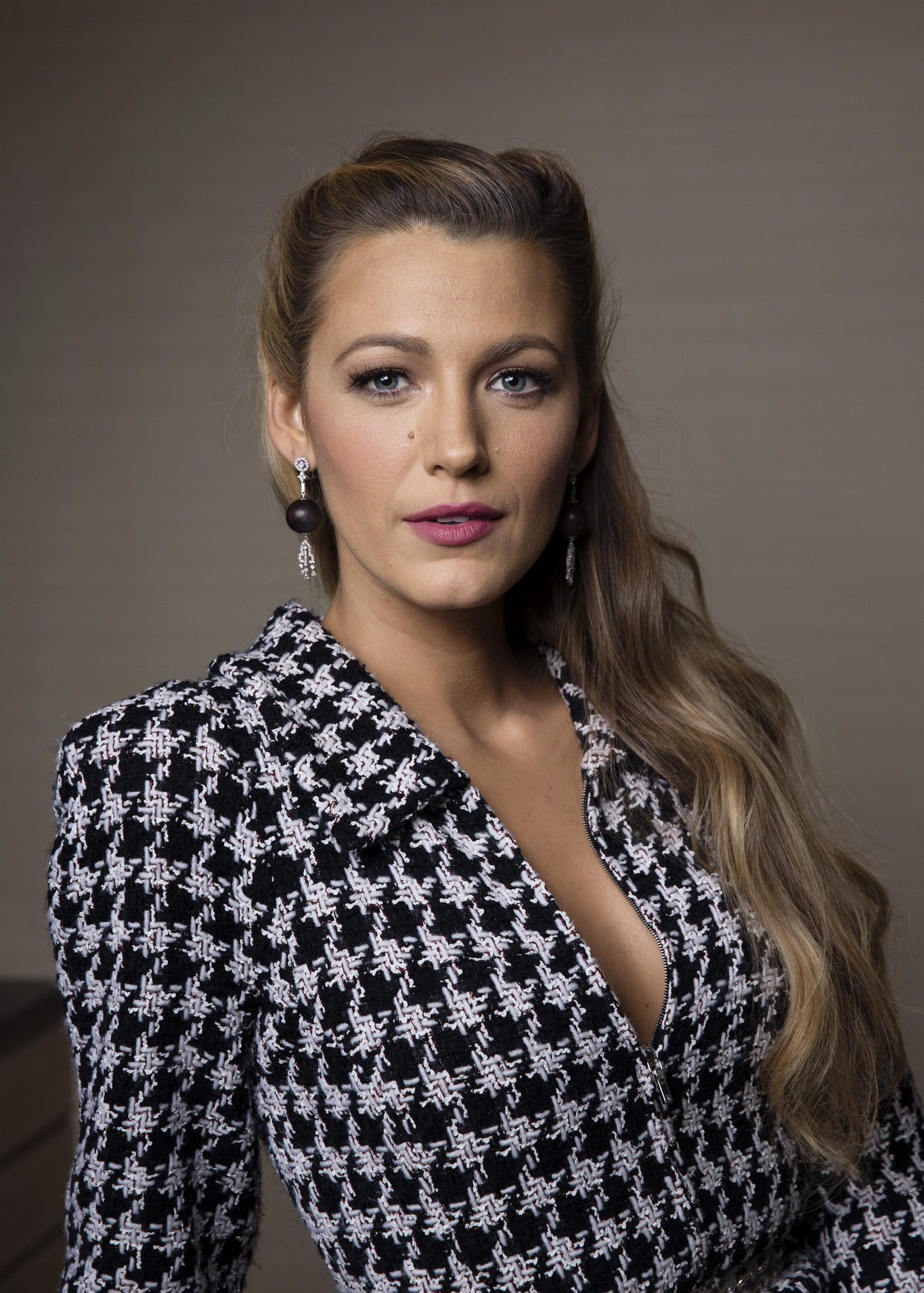 blake lively tackles blindness in new complex film role - 570 news