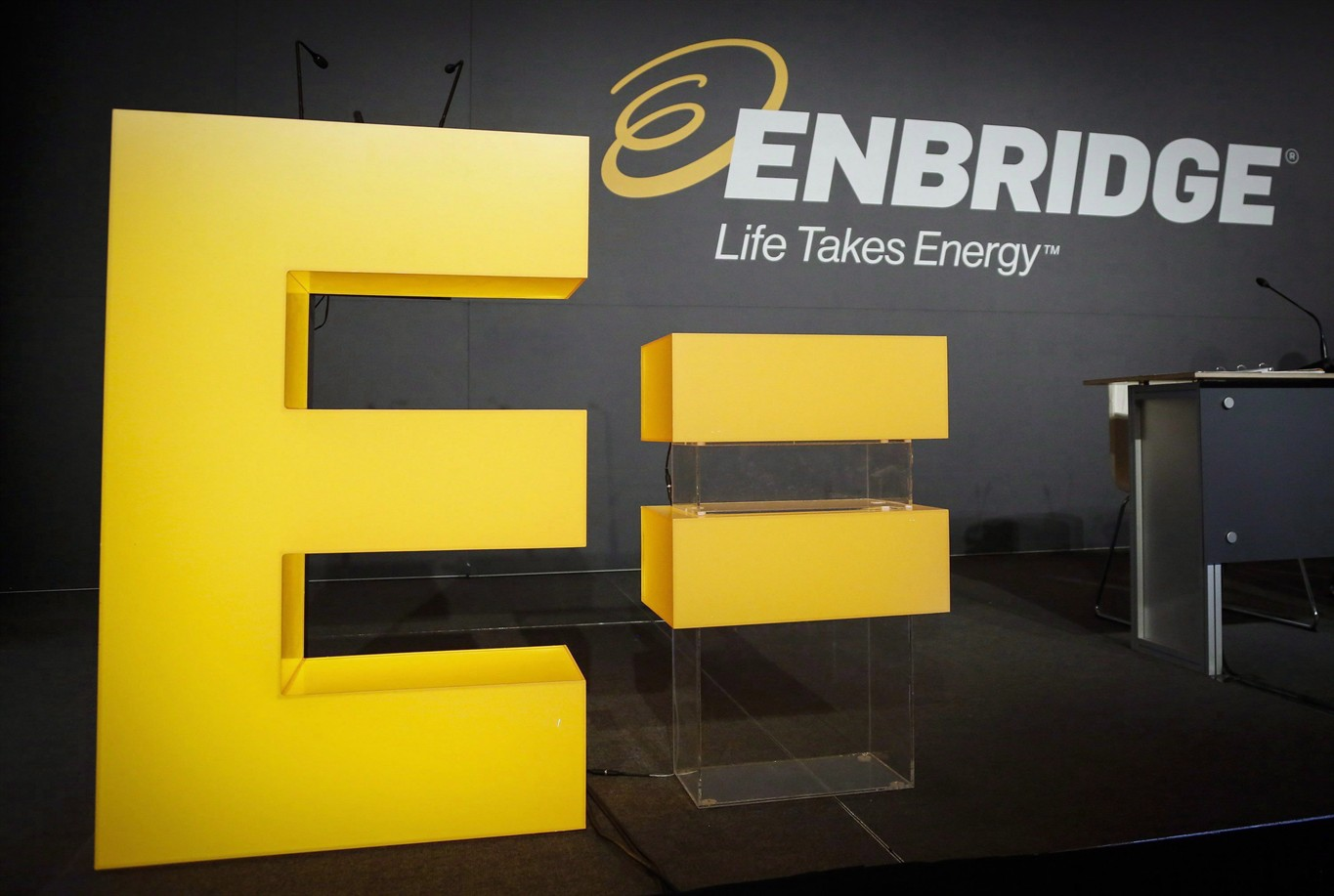 Enbridge Inc. Posts Profit and Mulls Asset Sales