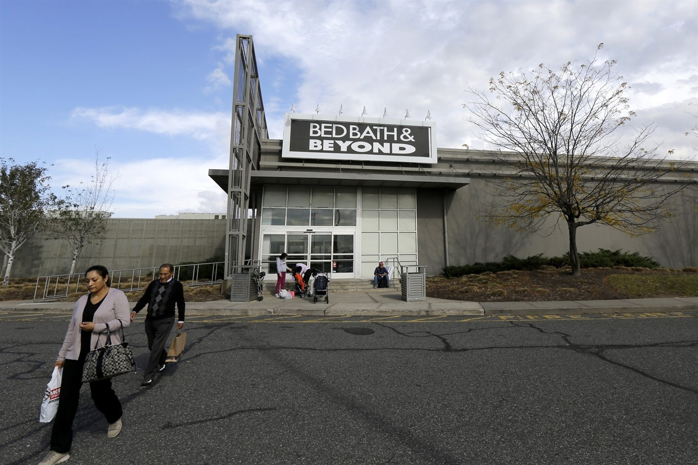 Why Bed Bath & Beyond Is Thursday's Big Earnings Loser