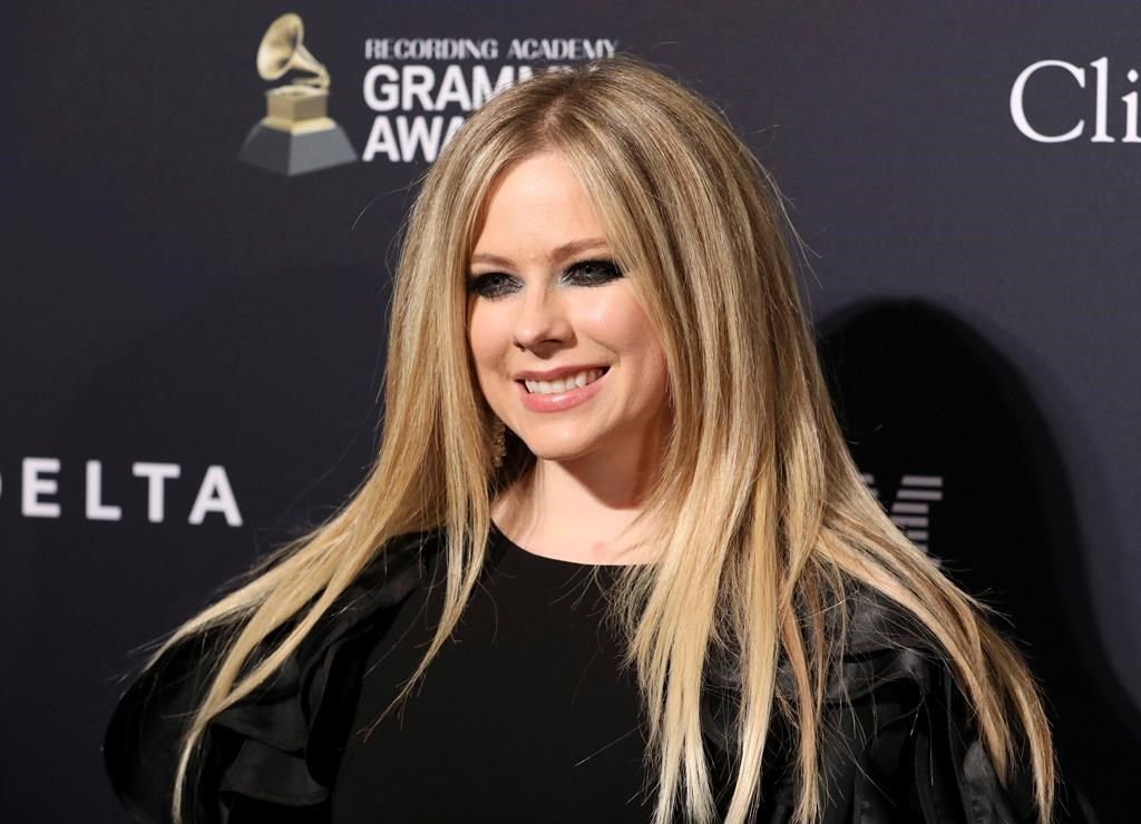 Avril lavigne dating