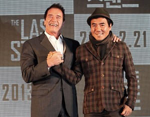 """Actor Arnold Schwarzenegger, left, poses with South Korean director Kim Jee-woon before a press conference to promote their latest film """"The Last Stand"""" in Seoul, South Korea, Wednesday, Feb. 20, 2013. The movie will open on Thursday, Feb. 21, in South Korea. (AP Photo Ahn Young-joon)"""