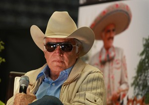 """FILE - In this Nov. 23, 2012 file photo, Mexican singer Vicente Fernandez gives a press conference in Tlajomulco de Zuniga, Mexico. The Ranchero star is suing a concert organizer that is also being investigated in Spain for allegedly laundering drug money through concerts in Spain, Latin America and the United States. Fernandez managers said Wednesday, Dec. 18, 2013, that they have taken legal action against the Total Conciertos company for failure to pay Fernandez for his """"International Farewell Tour"""" in 2012. (AP Photo/Bruno Gonzalez, File)"""