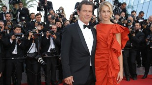 Josh Brolin and Kathryn Boyd pose for photographers upon arrival for the screening of the film Sicario at the 68th international film festival, Cannes, southern France, Tuesday, May 19, 2015. (Photo by Joel Ryan/Invision/AP)