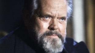 "FILE - In this February 22, 1982 file photo, actor and film director Orson Welles poses for photographers during a press conference in Paris. A ""very raw draft"" of an unpublished Orson Welles memoir has joined the University of Michigan archives on the trailblazing filmmaker, the school says. (AP Photo/Jacques Langevin, File)"
