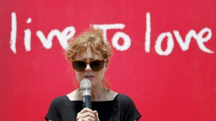Academy award winner Hollywood actress Susan Sarandon speaks during her visit to Ramkot village on the outskirts of Kathmandu, Nepal, Sunday, May 24, 2015. Sarandon is in Nepal for five days, urging tourists to come to the Himalayan nation where two powerful earthquakes have killed thousands of people and made several hundreds of thousands homeless. (AP Photo/Niranjan Shrestha)