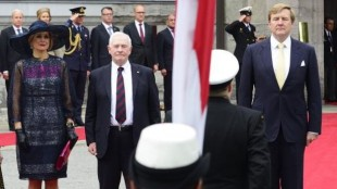 The State visit programme began with an official welcoming ceremony with military honours on the grounds of Rideau Hall, the residence of the governor general of Canada (May 27, 2015). (PHOTO: Sgt. Ronald Duchesne, Rideau Hall)