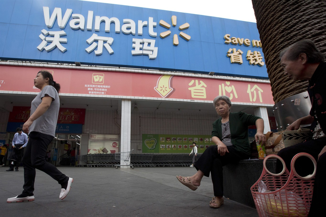 an analysis of the issues on the workers of wal mart in china Ethical standards and working conditions in wal-mart other issues of concern to women workers the treatment of workers in wal-mart's supply chain.